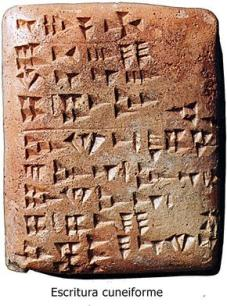tablilla-con-escritura-cuneiforme